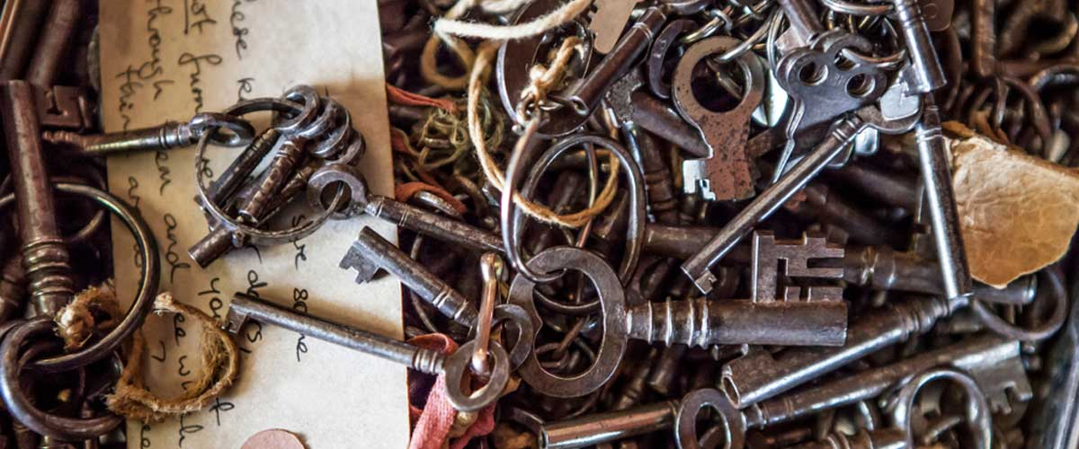 Many different keys in a pile